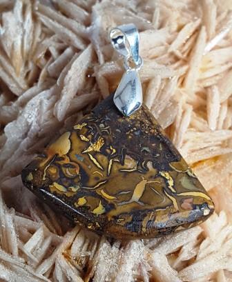 Opale boulder triangle a